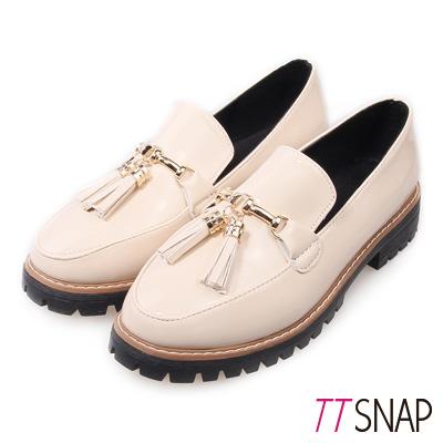 TTSNAP牛津鞋-韓版漆皮流蘇紳士樂福鞋-米