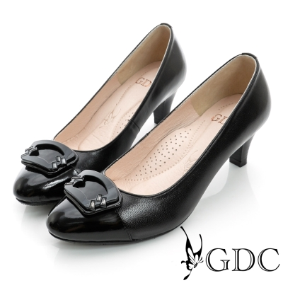 GDC典雅-扇形亮面飾扣真皮中跟鞋-黑色