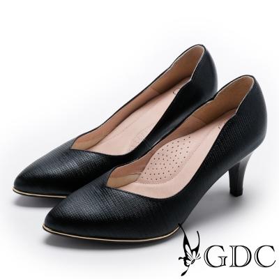 GDC-V字曲線金屬底尖頭真皮中跟鞋-黑色