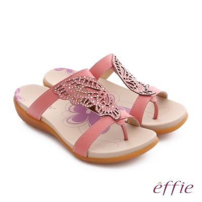 effie 趣踏輕 水鑽雕花蝴蝶牛皮寬楦涼拖鞋 桃粉紅色