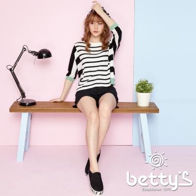betty-s貝蒂思-翅膀繡線雕刻釦飾短褲
