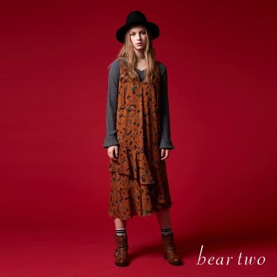 beartwo 秋季氣氛花卉圖樣V領魚尾吊帶裙(二色)-動態show
