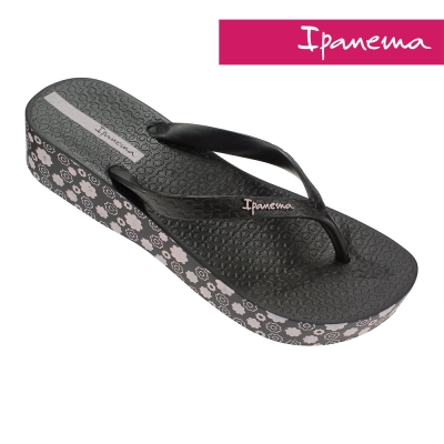 IPANEMA 心機印花楔型厚底拖鞋-黑