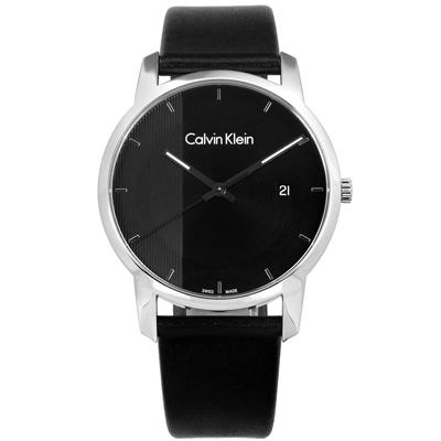 CK  經典直條紋日期視窗瑞士製造皮革手錶-黑色/43mm