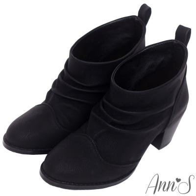 Ann'S流行品味-立體感抓皺擦色素面粗跟短靴-黑