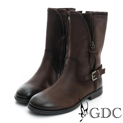 GDC個性-皮帶飾扣拉鍊造型軍風真皮中筒靴-咖啡色