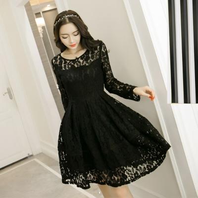 大尺碼-黑色縷空蕾絲修身洋裝