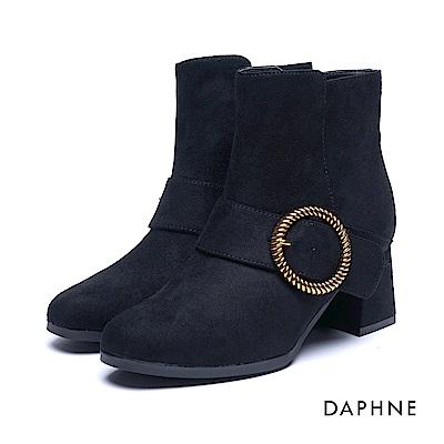 達芙妮DAPHNE 短靴-金屬圓環釦絨布梯形粗跟踝靴-黑
