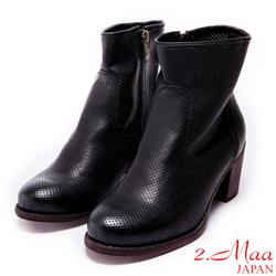 2.Maa-謎漾氣質洞洞設計粗跟短靴-黑