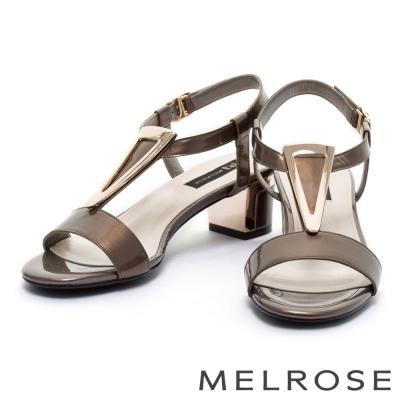涼鞋 MELROSE 優雅倒三角方釦珠光亮羊皮粗跟涼鞋-咖