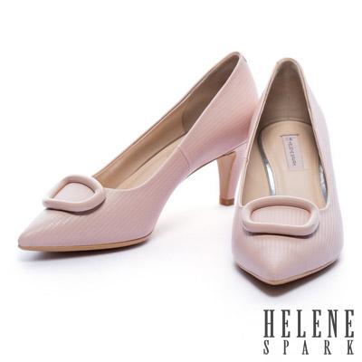 高跟鞋 HELENE SPARK 時尚方釦壓紋羊皮尖頭高跟鞋-粉