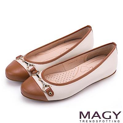 MAGY 甜美時尚 牛皮金屬雙釦飾平底娃娃鞋-白+棕