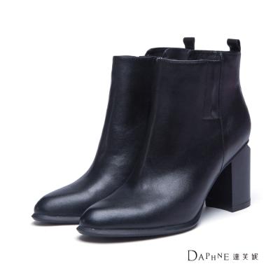 達芙妮DAPHNE-短靴-鞋跟切角真皮尖頭短靴-黑8H