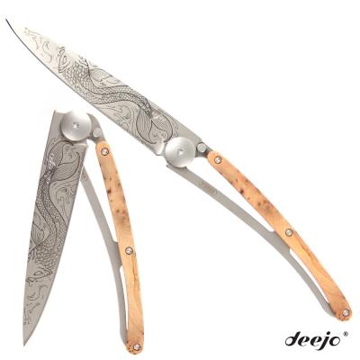 Deejo 刺青圖騰杜松木刀柄摺疊刀(鯉魚)