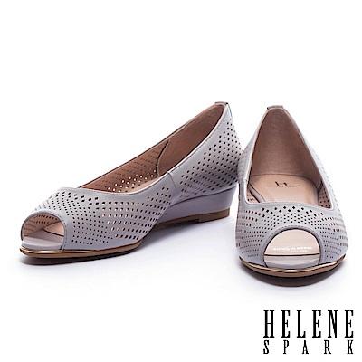 低跟鞋 HELENE SPARK 典雅菱格沖孔羊皮魚口楔型低跟鞋-紫