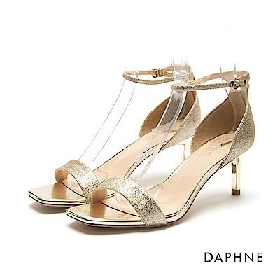 達芙妮DAPHNE 涼鞋-亮片金蔥/漆皮一字方頭高跟涼鞋-金