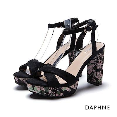 達芙妮DAPHNE 涼鞋-印花飾跟前高後高交叉粗高跟涼鞋-黑