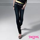 【SOMETHING】完美表現 雙腰頭菱格窄直筒牛仔褲-女款(原藍磨)