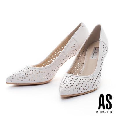AS-細緻雕花打洞造型羊皮尖頭高跟鞋-米白