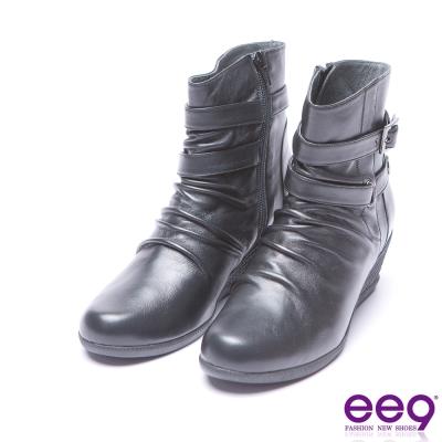 ee9  經典手工自然抓皺金屬扣環素面楔型跟短筒靴 黑色