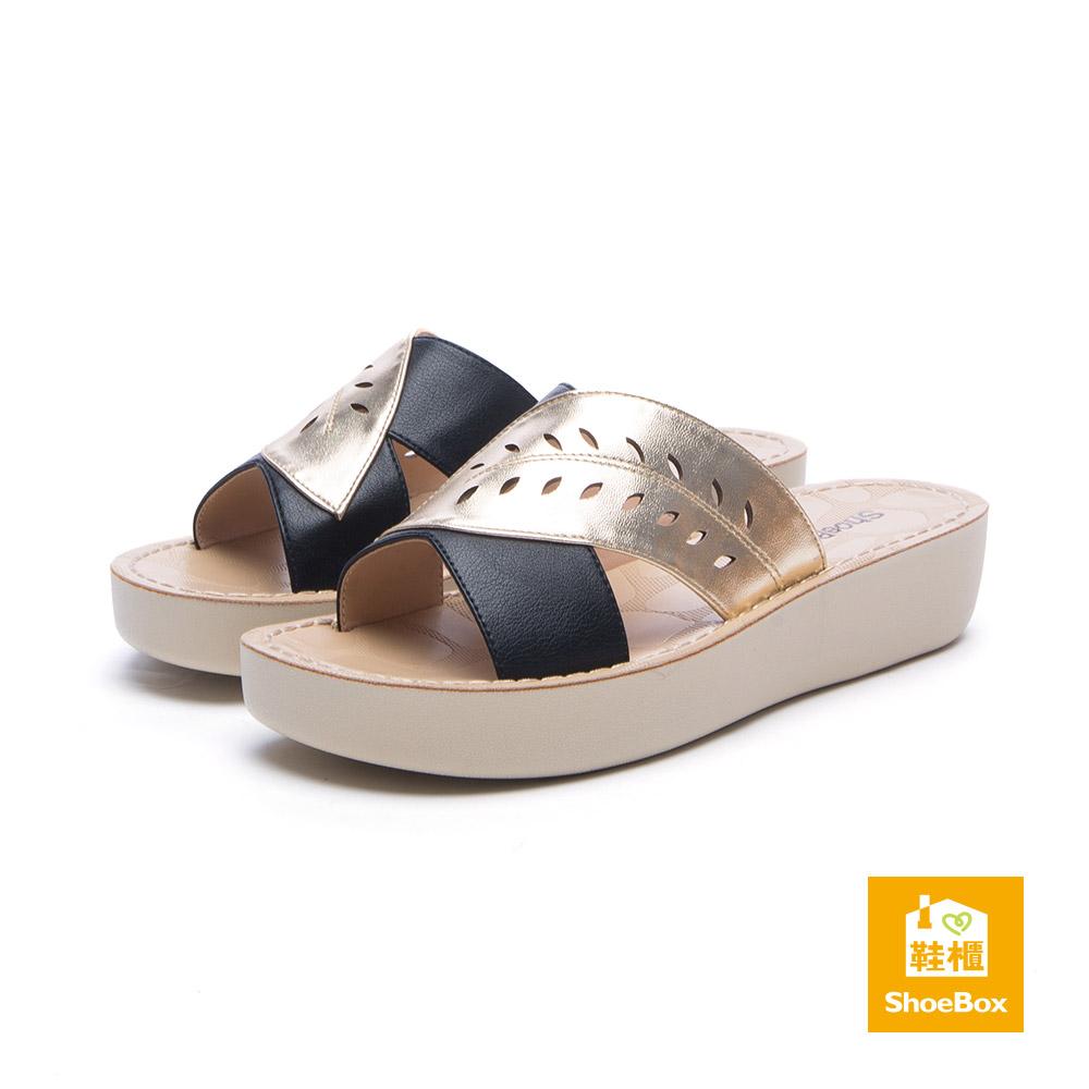 達芙妮DAPHNE ShoeBox系列 拖鞋-縷空綠葉厚底涼拖鞋-金8H