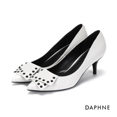 達芙妮DAPHNE 高跟鞋-不規則拼接鉚釘素面高鞋跟-米白
