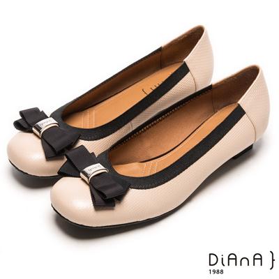 DIANA 氣質出眾--方頭緞面蝴蝶結滾邊真皮跟鞋-米
