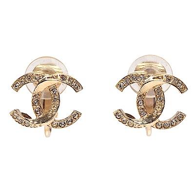 CHANEL 經典雙C LOGO切面造型水鑽鑲嵌造型夾式耳環(金)