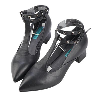 Robinlo Studio 大膽個性鉚釘造型牛皮粗跟鞋 黑