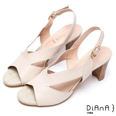 DIANA 日系定番--原色寬版V字剪裁粗跟涼鞋 --米