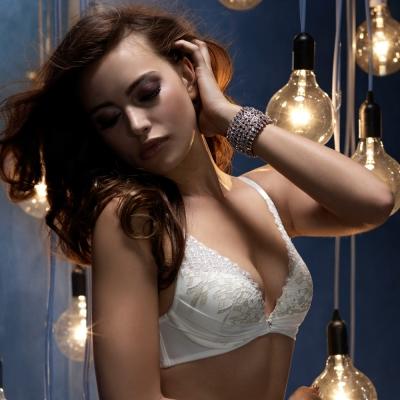黛安芬-ESSENCE艾聖思危險V曲線B-D罩杯內衣-純淨白
