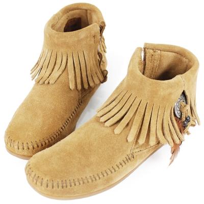 MINNETONKA 棕色麂皮羽毛流蘇莫卡辛 女短靴