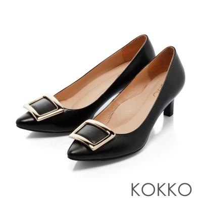 KOKKO- 優雅金屬方扣尖頭羊皮高跟鞋 - 黑色