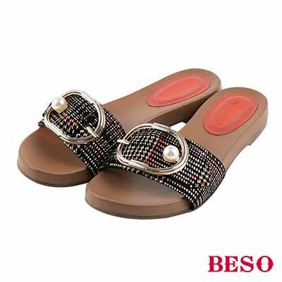 BESO 注目嬌點 經典格紋真皮橢圓扣珍珠綴飾拖鞋~橘