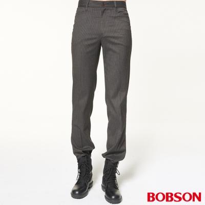 BOBSON 男款伸縮銀色條狀煙管褲