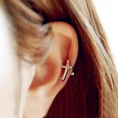 Hera 赫拉 鑲鑽弧度十字架耳骨釘/耳釘銀色