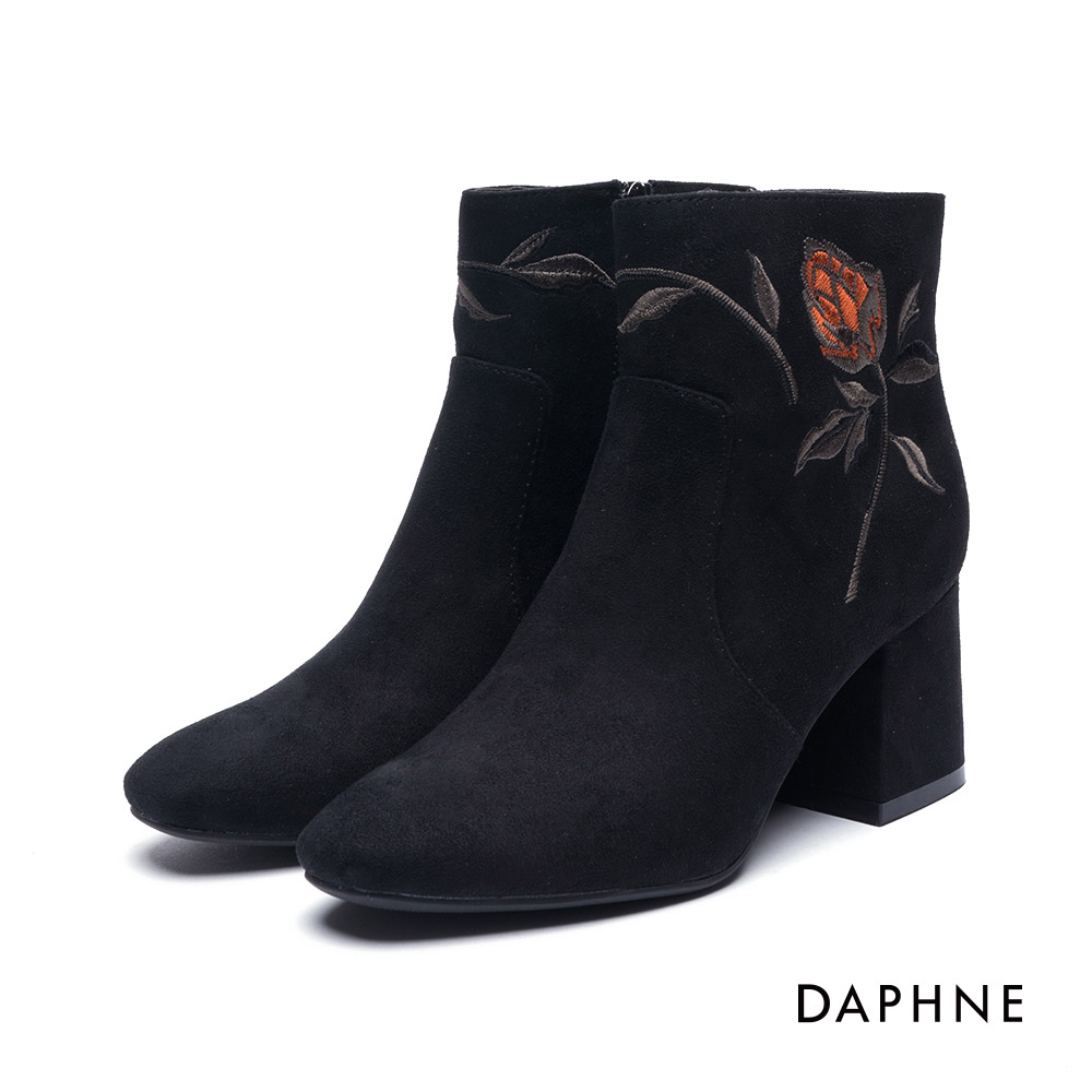 達芙妮DAPHNE短靴-精緻花朵刺繡絨布粗跟踝靴-黑