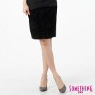 SOMETHING 中庸裙 LADIVA植絨及膝短裙-女-黑色