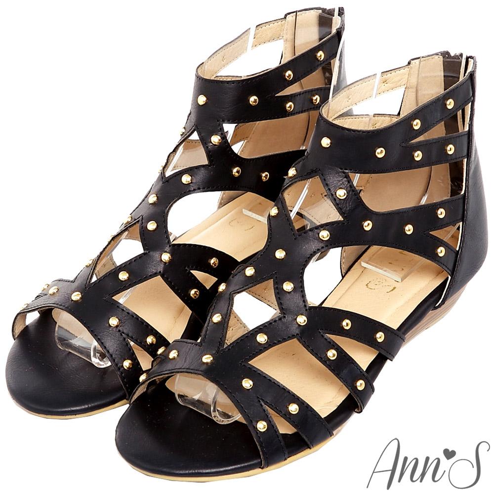 Ann'S流行樣貌-金色鉚釘簍空羅馬小坡跟涼鞋-黑