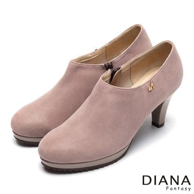 DIANA-漫步雲端厚切焦糖款-經典飾釦真皮跟鞋-可可