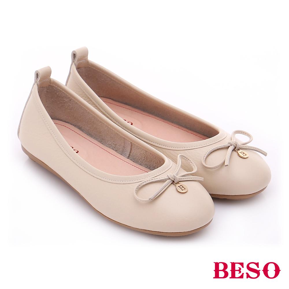BESO 極簡風格 甜美蝴蝶結綴飾娃娃平底鞋 米
