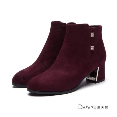 達芙妮DAPHNE-短靴-方鑽裝飾斜跟絨布踝靴-酒紅