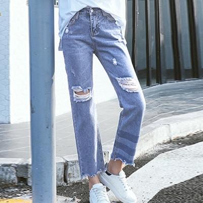 破損抽鬚條紋褲管牛仔褲(淺藍色)-Kugi Girl