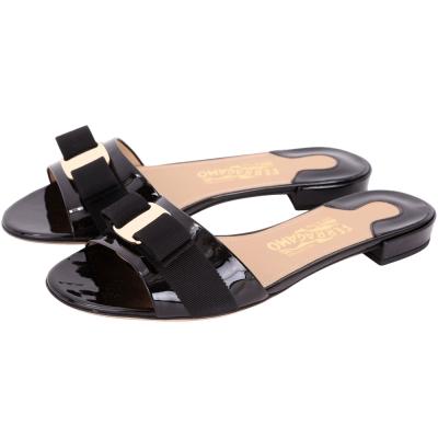 Salvatore Ferragamo Gil 羅緞蝴蝶結飾漆皮平底涼鞋(黑色)