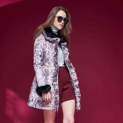 Chaber巧帛 設計款時尚動物印花毛領拼接長版鋪棉造型外套-紫