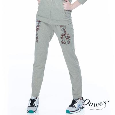 OUWEY歐薇-時尚休閒刺繡印花運動褲-灰