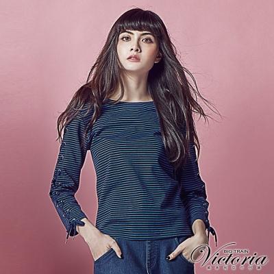 Victoria 袖綁帶變化九分袖T-女-藍底細灰條
