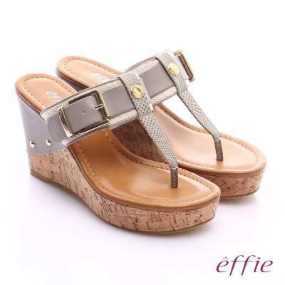 effie 摩登美型 真皮織帶金屬大釦環T字楔型拖鞋 淺灰