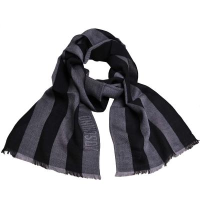 MOSCHINO 品牌字母圖騰LOGO高質感薄羊毛直紋圍巾(黑/灰)