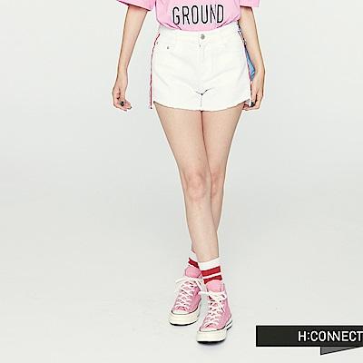 H:CONNECT 韓國品牌 女裝 - 側滾邊文字牛仔短褲